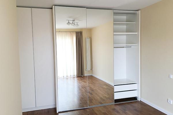 Dormitorul contemporan realizat cu mobila la comanda